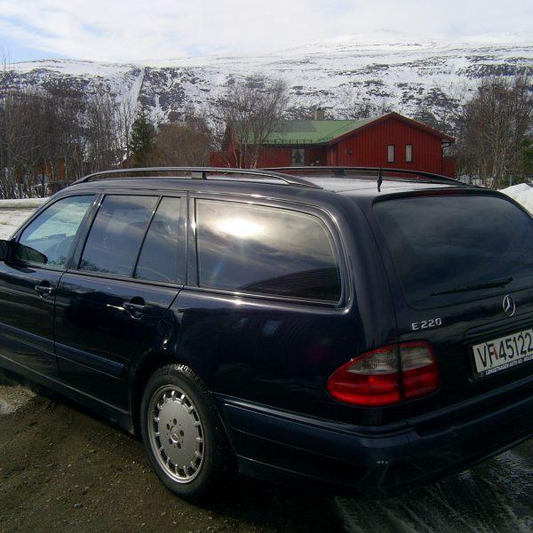 Mercedes Mørk solfilm i 7 ruder.